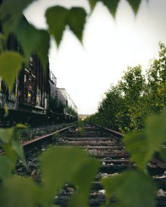 Les trains et les tomates pour écrire la suite
